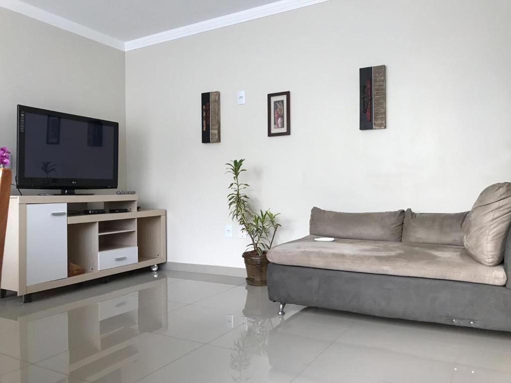 A seating area at Apartamento do Luiz
