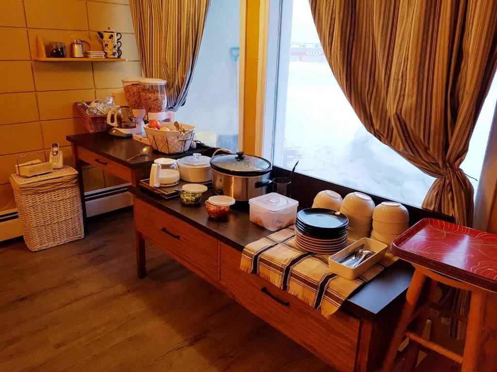 A kitchen or kitchenette at Caravan Motel