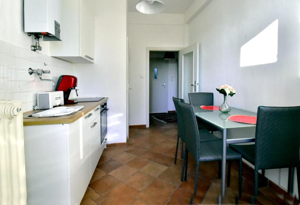 2 Bedroom Apartment In Dusseldorf Germany Booking Com