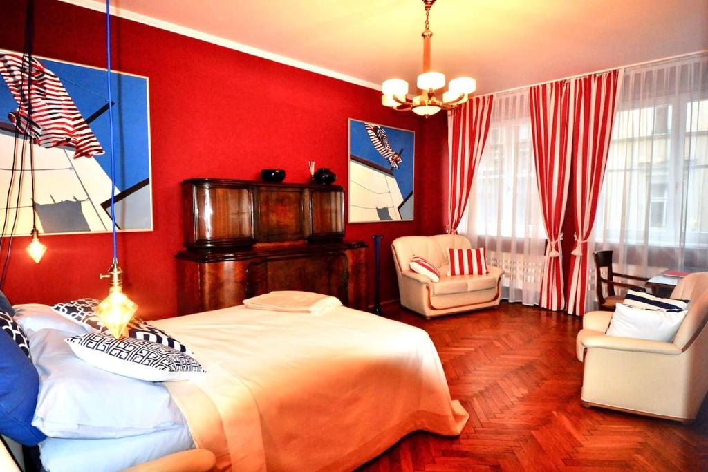 A room at Fine Art Luxury Stay in the Old Town absolute center