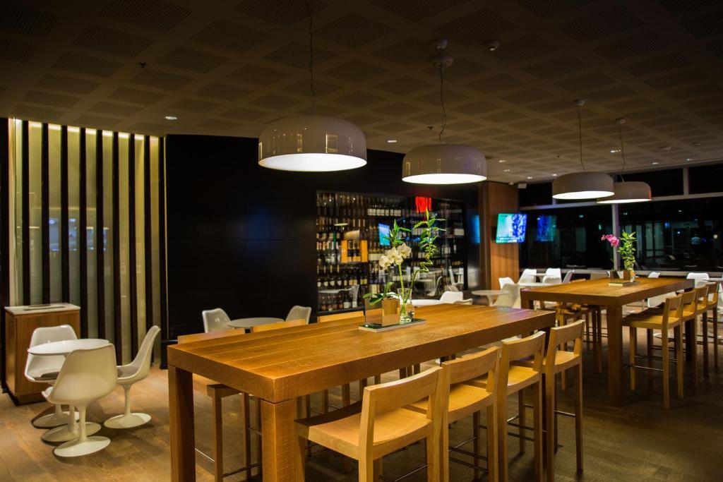 Un restaurante o sitio para comer en Hilton Buenos Aires