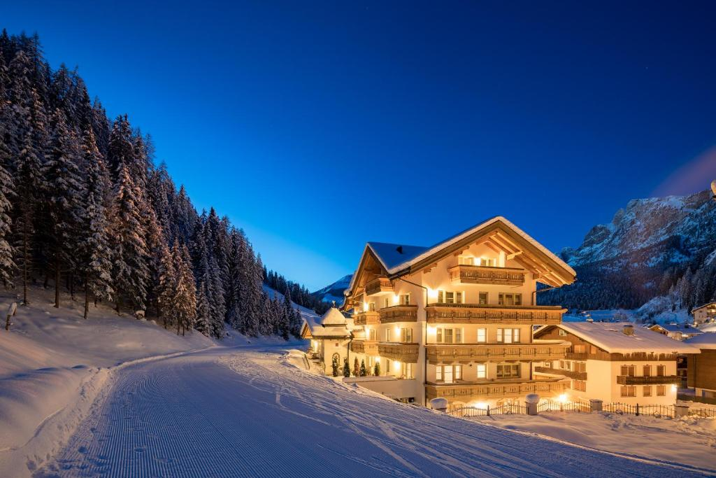 Hotel Somont during the winter