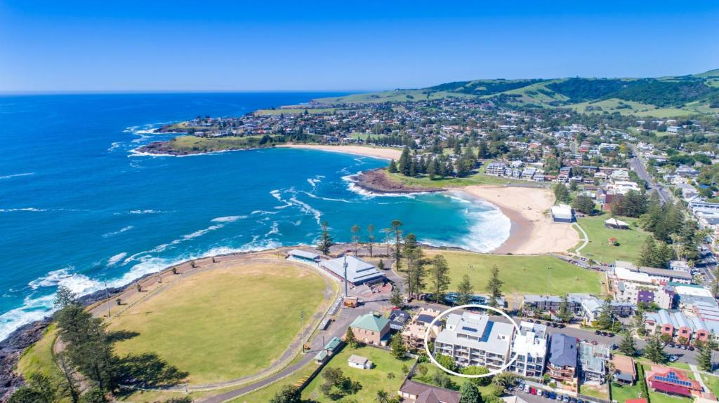 A bird's-eye view of Oceanview Kiama Luxury Sea view accommodation Bluewater apartments
