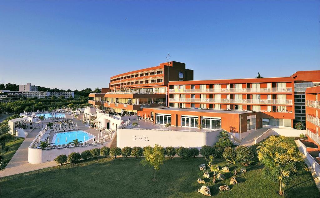 Pogled na bazen u objektu Hotel Albatros Plava Laguna ili u blizini