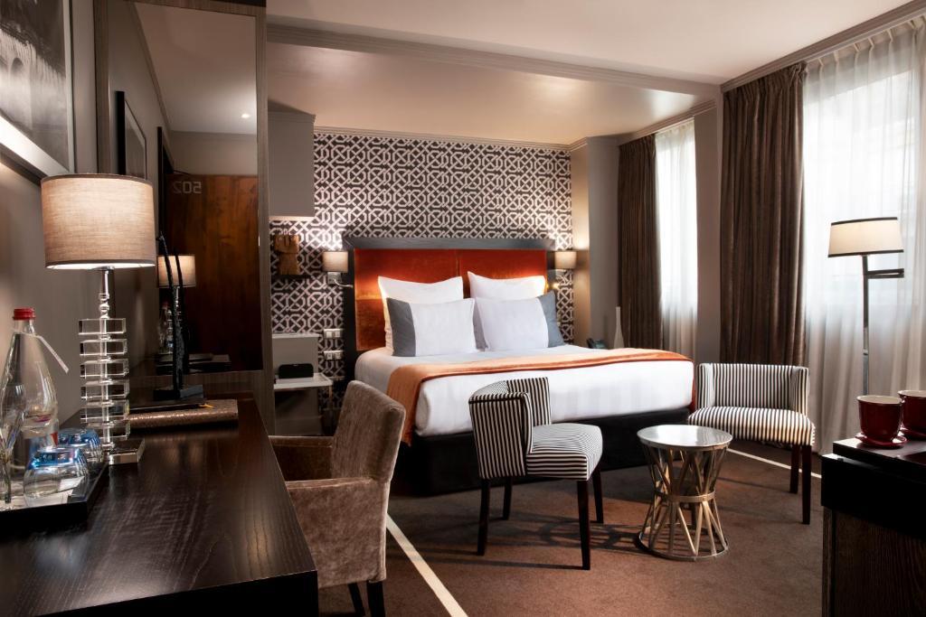 Cama ou camas em um quarto em Hôtel Juliana Paris