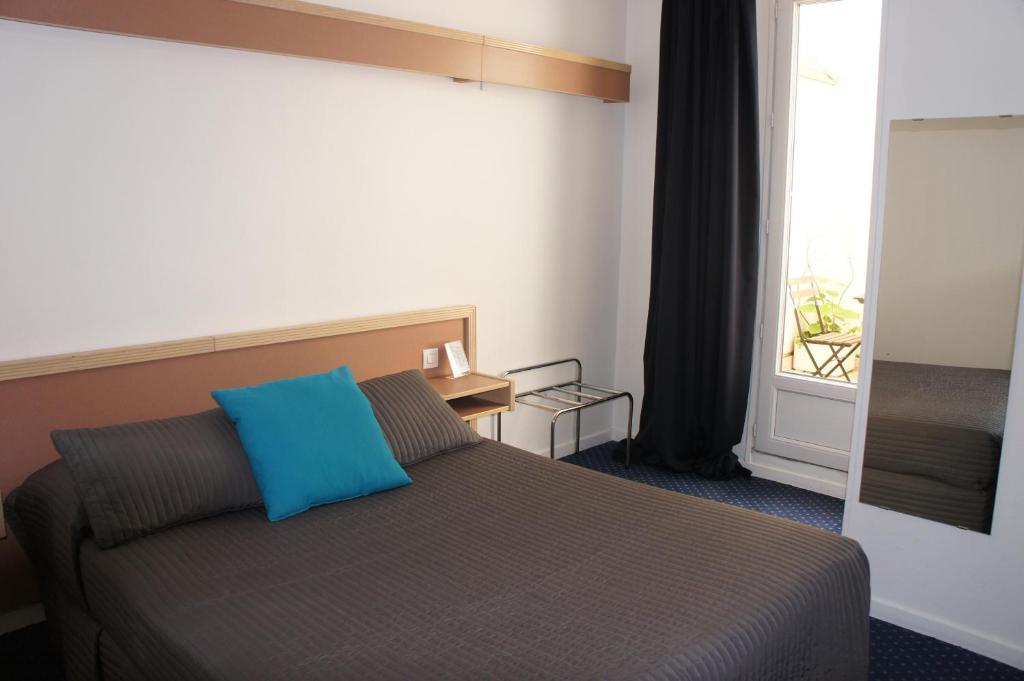سرير أو أسرّة في غرفة في فندق إدغار كوينيت