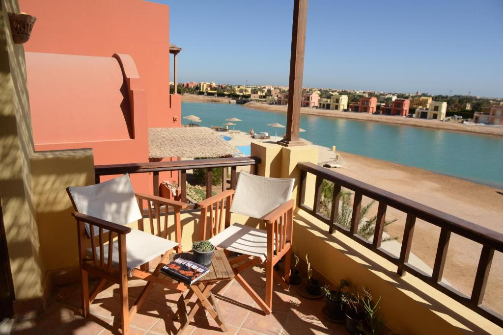 Een balkon of terras bij El Gouna - West Golf - Y39-2-20