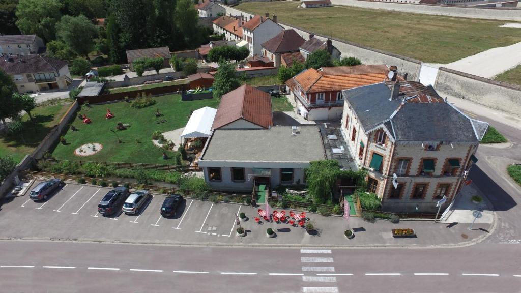 Een luchtfoto van Hôtel Restaurant de l'Abbaye