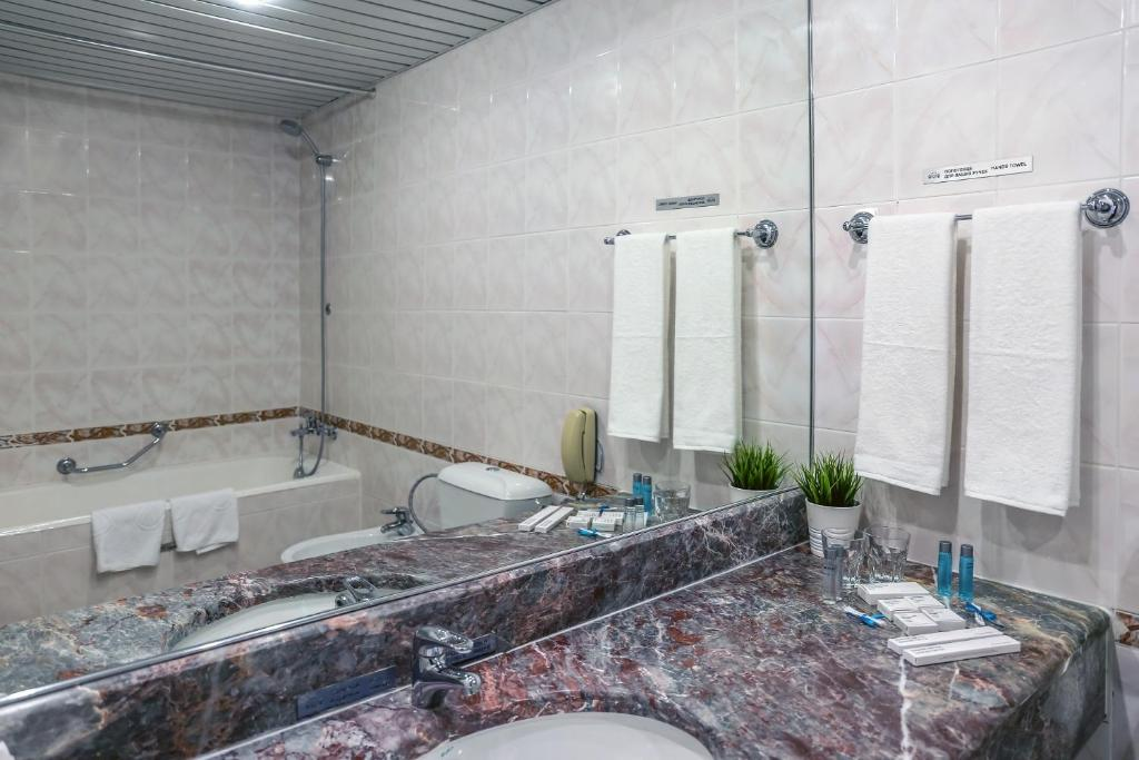 Ванная комната в Marins Park Hotel Sochi