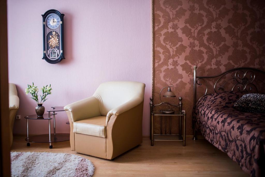 Een zitgedeelte bij Oktyabrskaya Hotel