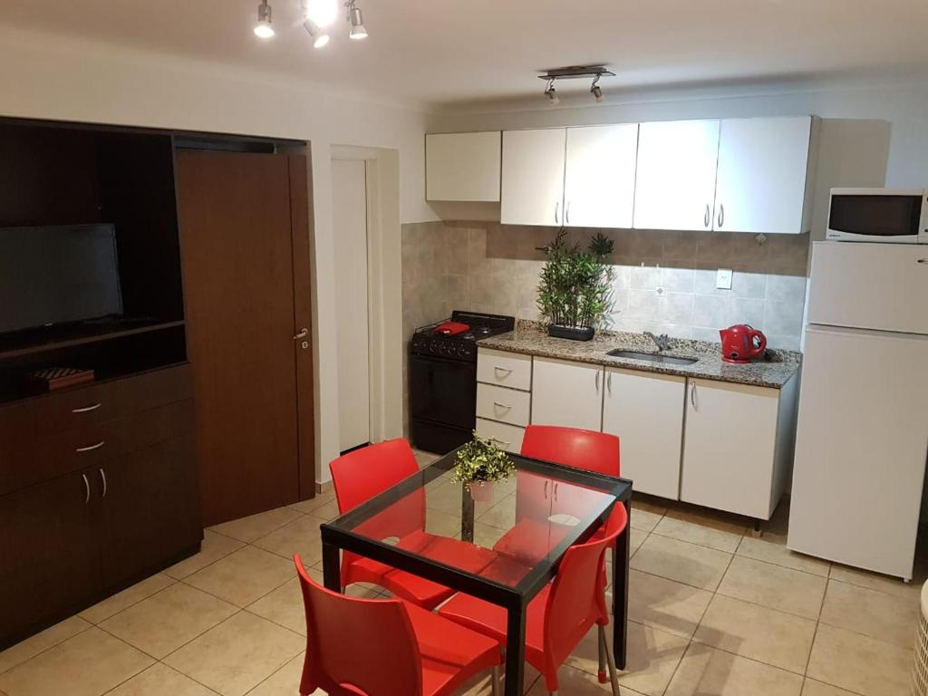 Una cocina o kitchenette en Departamento MOLDES 2