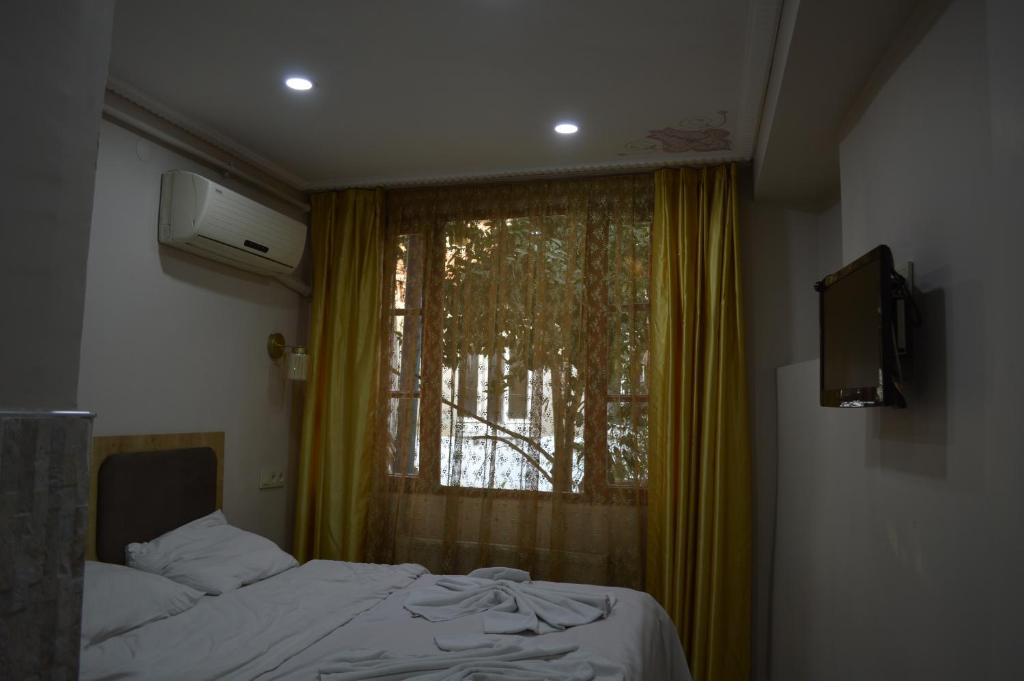 Uma cama ou camas num quarto em Kardesler Apart