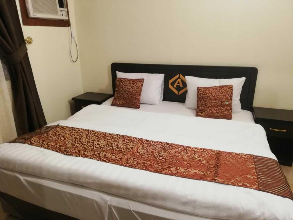 A bed or beds in a room at Al Eairy Apartments - Al Taif