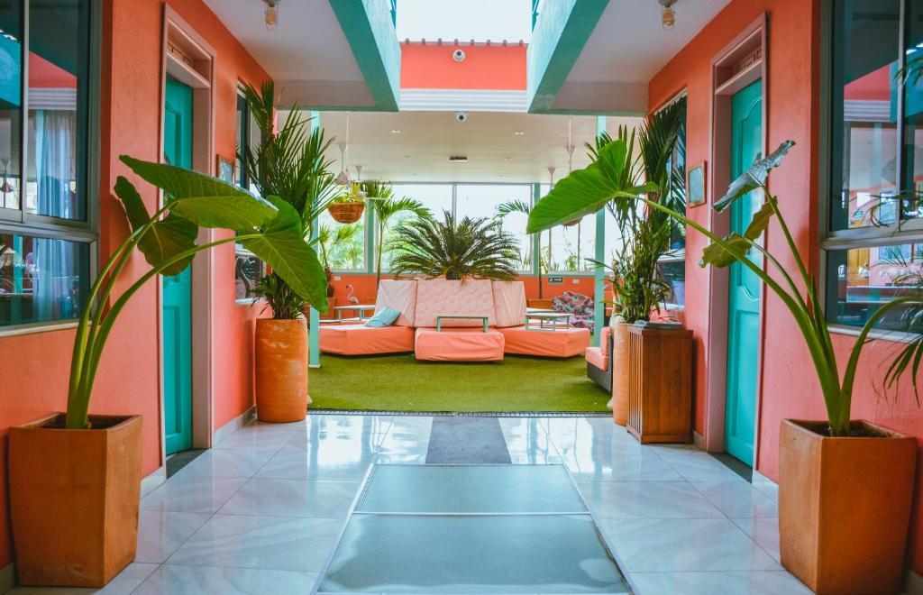 O saguão ou recepção de Flamingo Hostel & Coworking