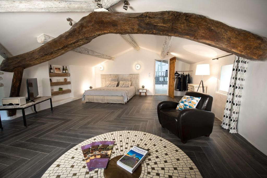 Bed And Breakfast Mas Du Sommelier Le Beaucet France Booking Com