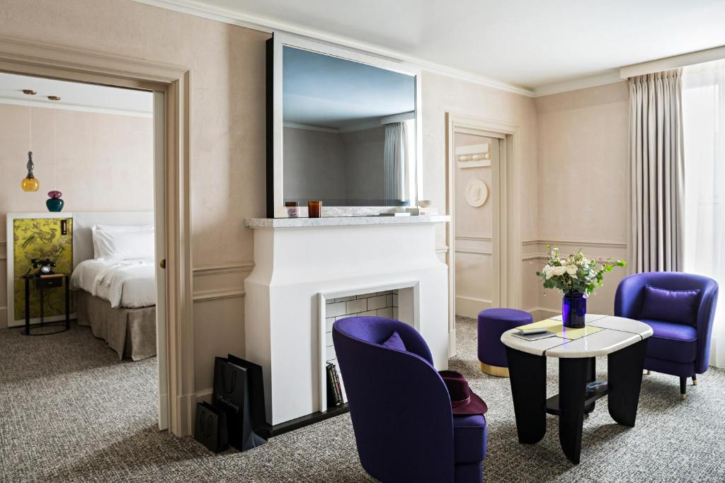 A television and/or entertainment center at Sofitel Le Scribe Paris Opera
