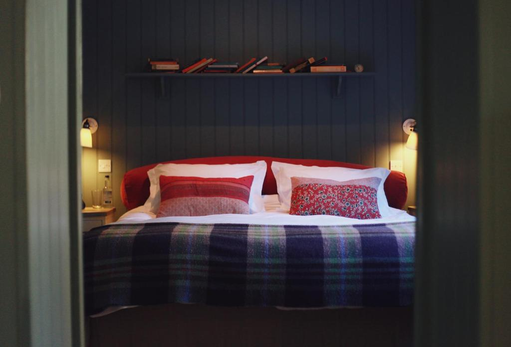 A bed or beds in a room at Bel And The Dragon-Churt