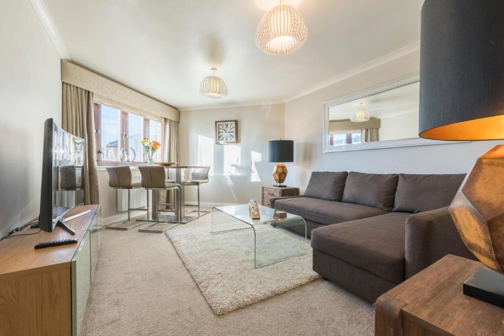 A seating area at Parsonage Square Apartments