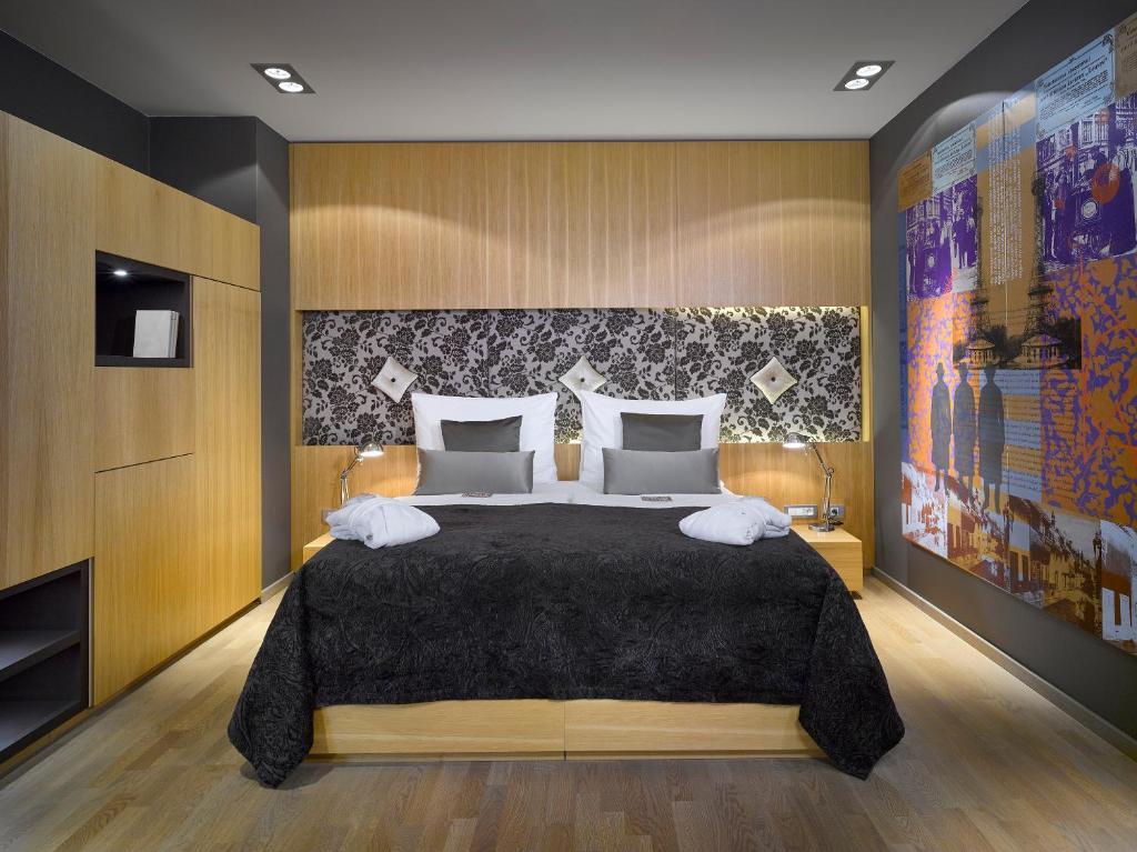 Ein Bett oder Betten in einem Zimmer der Unterkunft INNSIDE by Meliá Prague Old Town (Formally Hotel UNIC Prague)