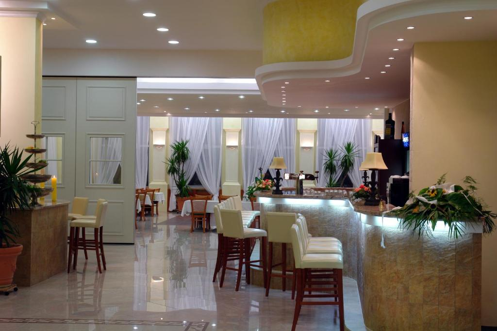 A restaurant or other place to eat at Hotel Bila Ruze