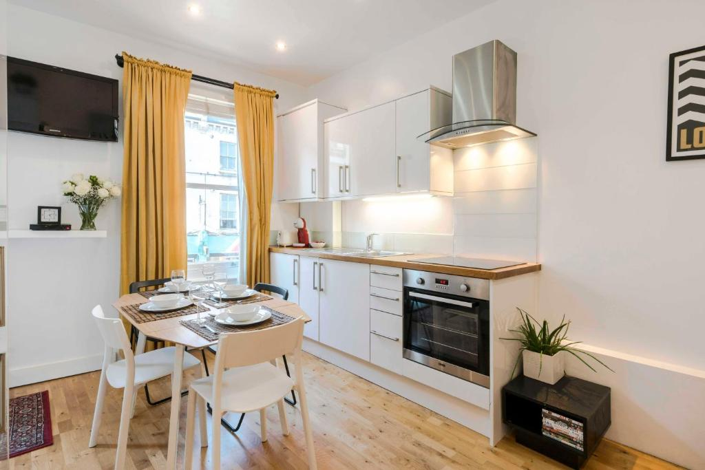 A kitchen or kitchenette at The Camden Town Hideaway w/WIFI