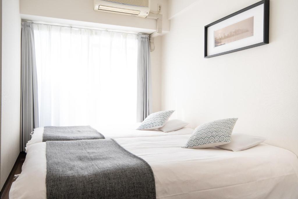 เตียงในห้องที่ Swiss Namba West