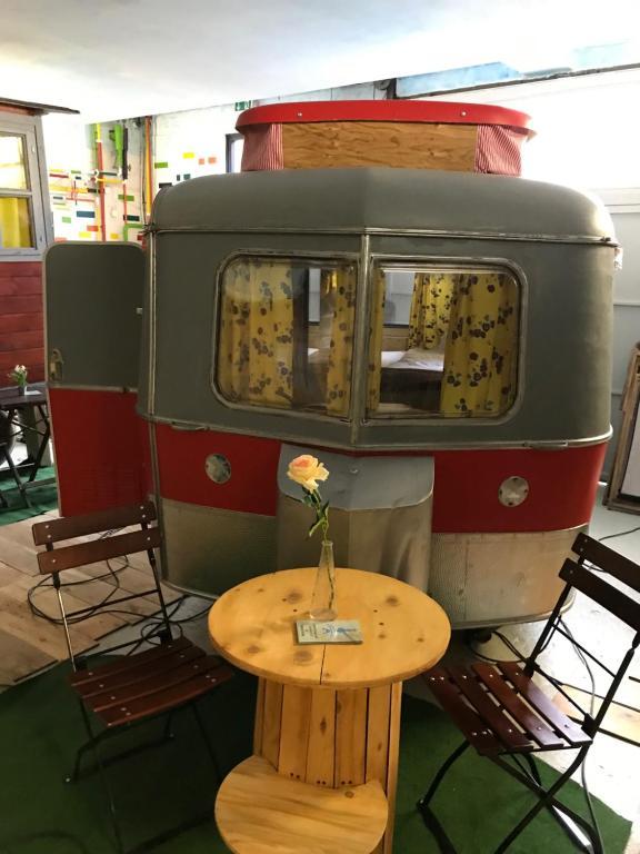 Lounge oder Bar in der Unterkunft HafenTraum IndoorCampingHostel