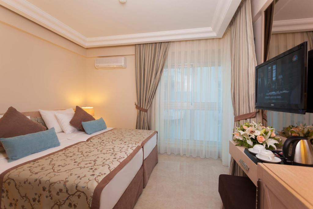Кровать или кровати в номере Xperia Saray Beach Hotel
