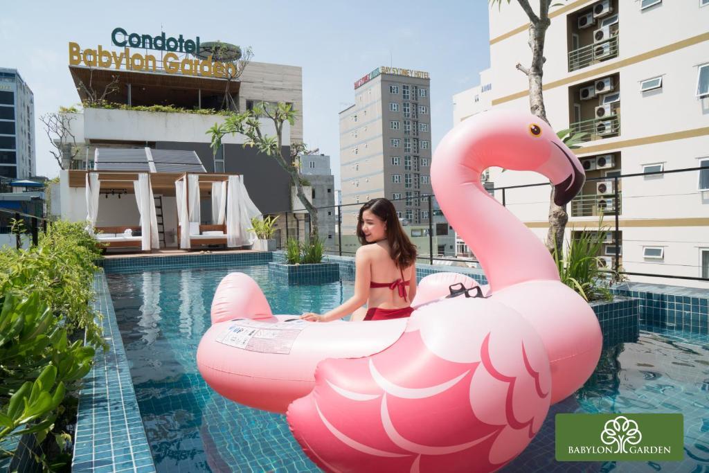 Hồ bơi trong/gần Condotel Babylon Garden