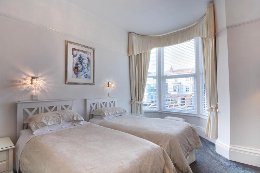A bed or beds in a room at Clifton Villa - Southport