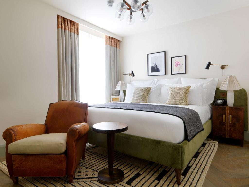 A bed or beds in a room at Redchurch Townhouse