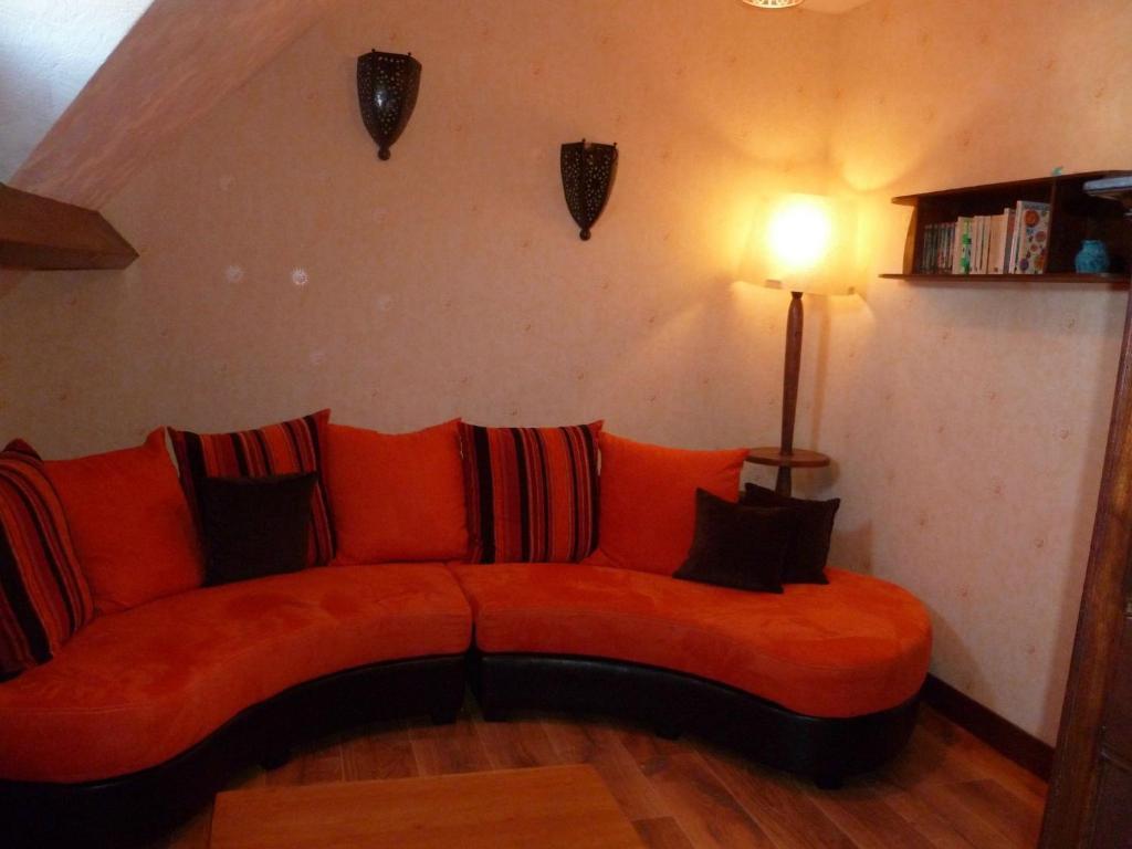 A seating area at Maison de vacances - FONTENAY-SUR-EURE