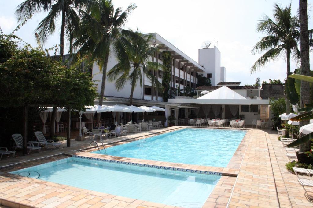 A piscina localizada em Ubatuba Palace Hotel ou nos arredores