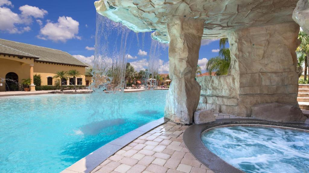 The swimming pool at or close to Paradise in Orlando