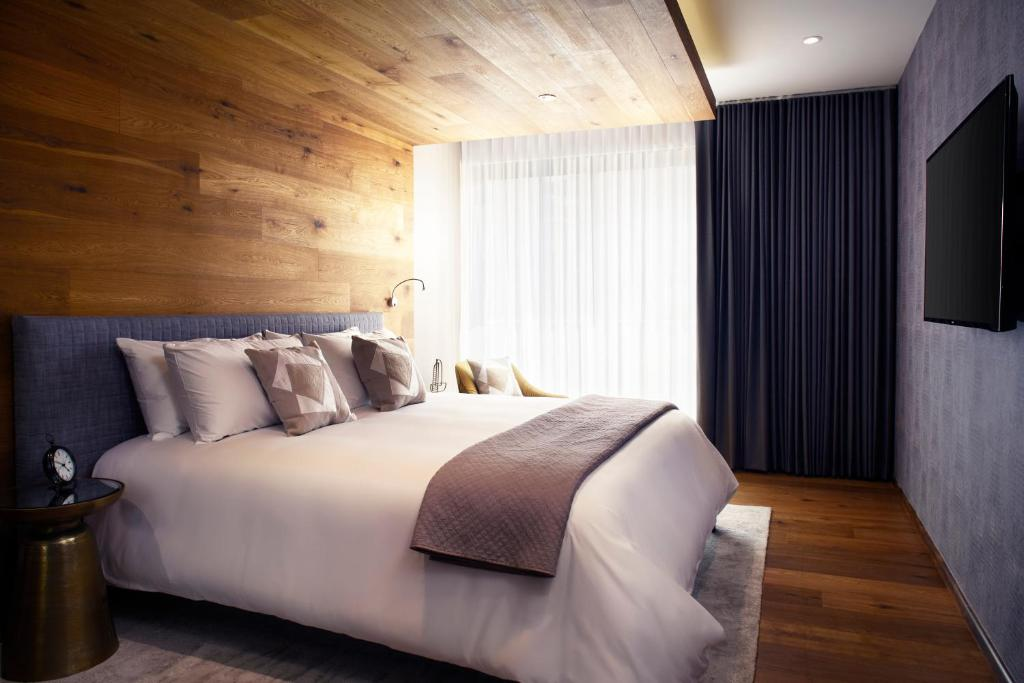 A bed or beds in a room at Felix Boutique Apartments by Viadora