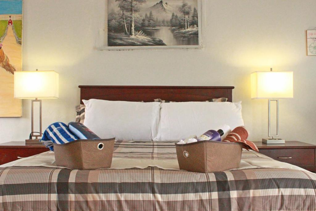 A bed or beds in a room at Daytona Beach Paradise 770