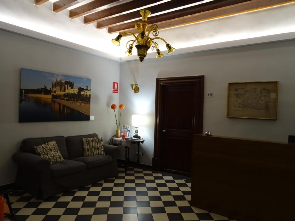 A seating area at Hostal Ritzi