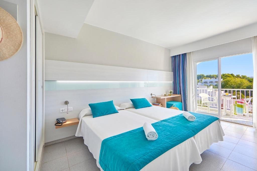 A bed or beds in a room at Gavimar Ariel Chico Hotel and Apartments