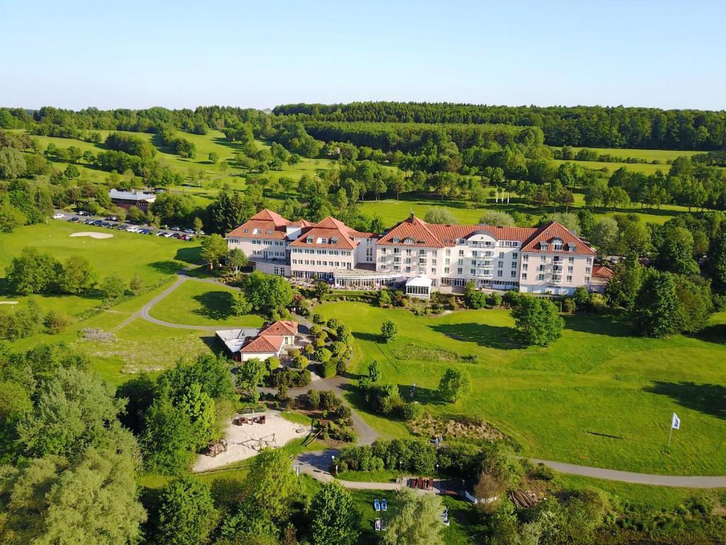 Blick auf Lindner Hotel & Sporting Club Wiesensee aus der Vogelperspektive
