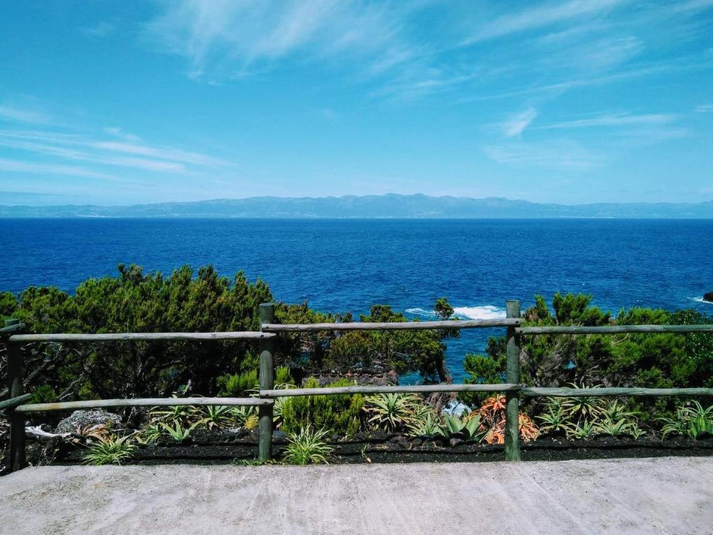 Isolare La Casa Basaluzzo vacation home casa caminho do caramba, são roque do pico