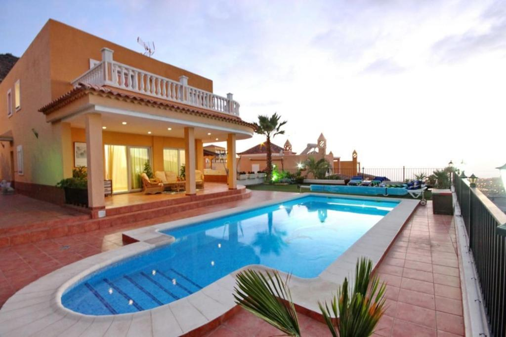 VILLA DE LUJO CON HERMOSAS VISTAS, Adeje, Spain - Booking.com