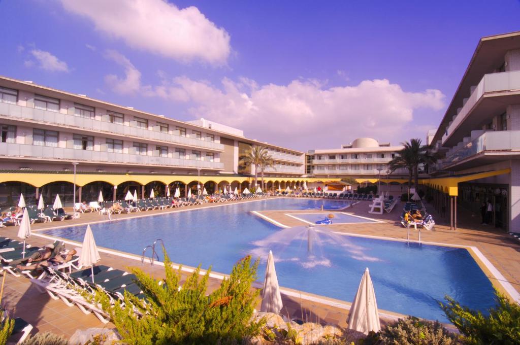 Het zwembad bij of vlak bij Hotel Mediterraneo