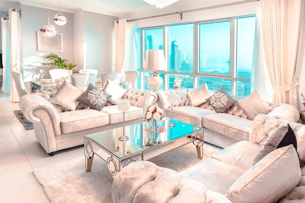 A seating area at Elite Royal Apartment - Burj Residences T7 - President