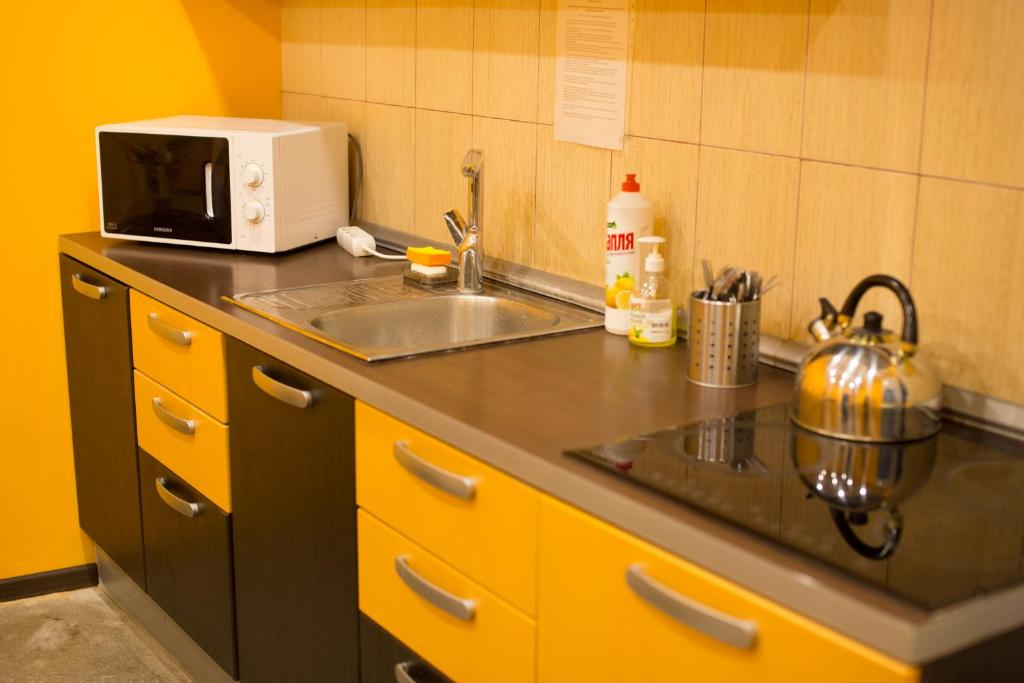 A kitchen or kitchenette at Hostel Tranzit