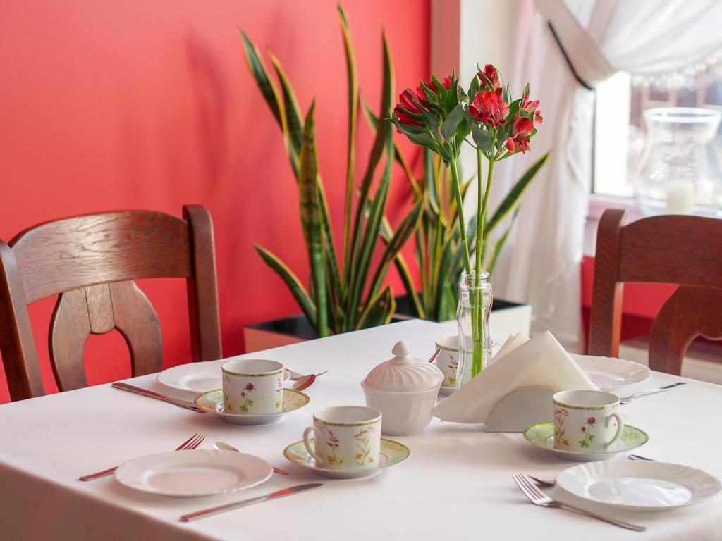 Restauracja lub miejsce do jedzenia w obiekcie Noclegi Pod Brzozami