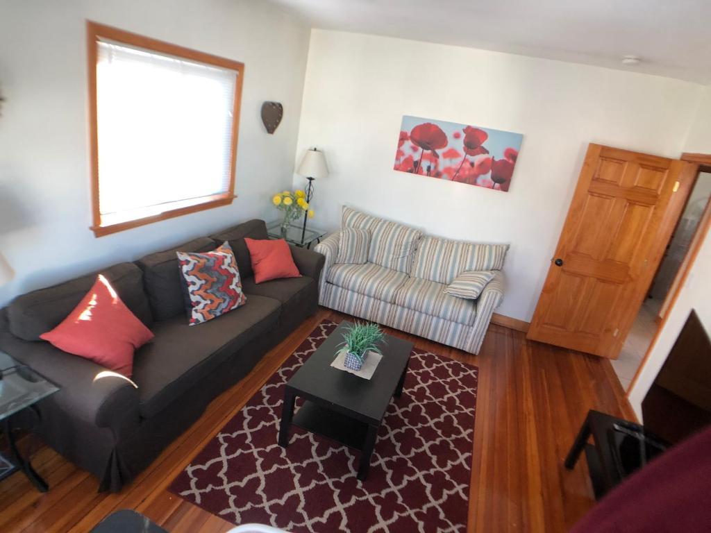 Sunny Third Floor Apartment In Cute Boston Ma Booking Com