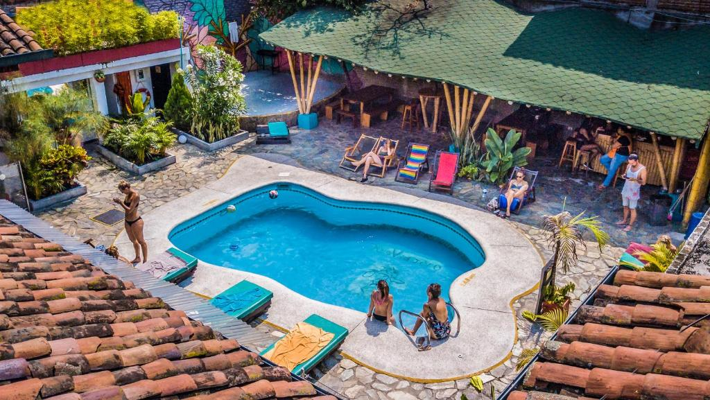 A view of the pool at Viajero Cali Hostel & Salsa School or nearby