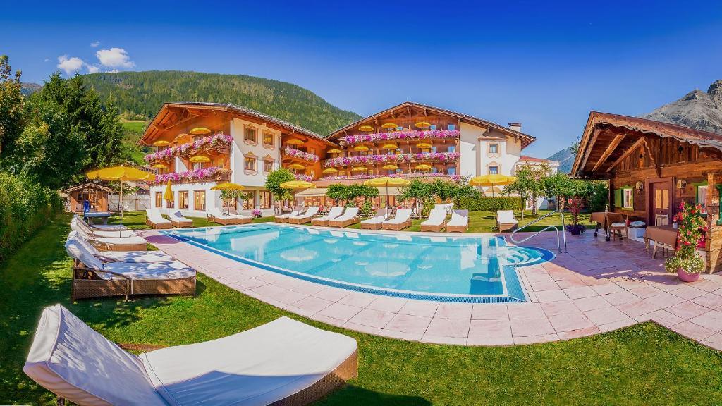 Бассейн в Alpenhotel Tirolerhof или поблизости