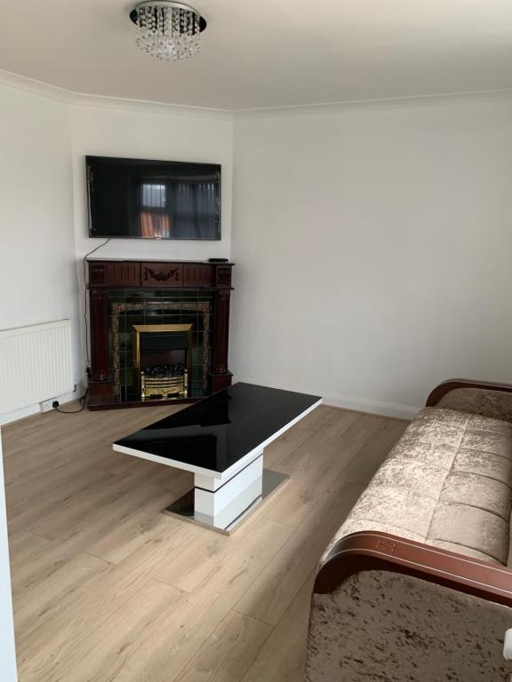 A television and/or entertainment centre at Holiday Home 142