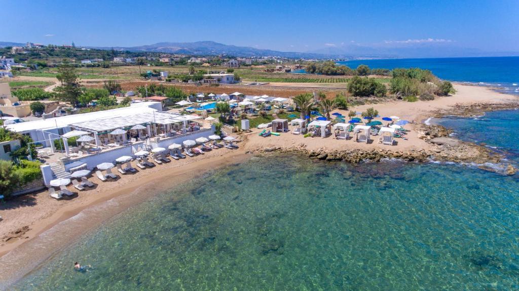 Vue panoramique sur l'établissement Corali Beach
